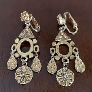 ⭐️ Vintage Gold Flower Clip On Chandelier Earrings